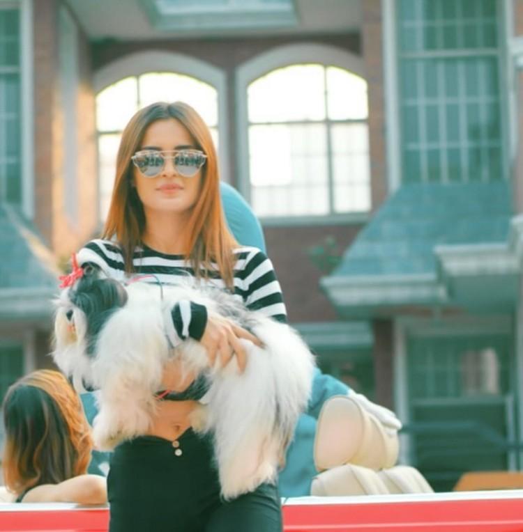 aarushi-sharma-with-dog