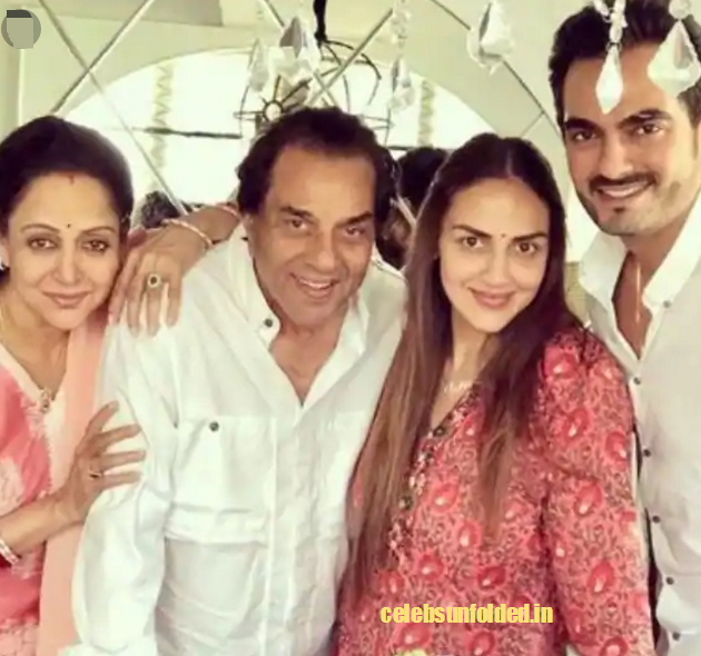 Esha-deol-with-her-parents