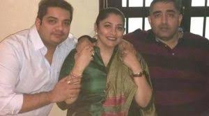 shardul-singh-bayas-with-family