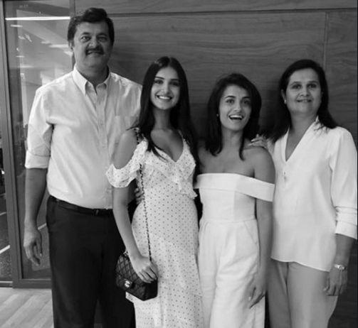 tara-sutaria-with-family-parents