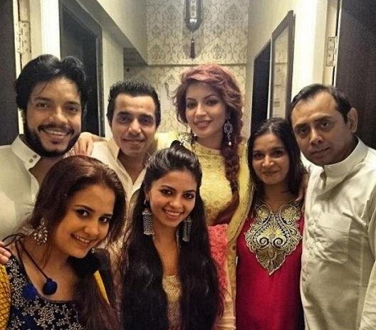 shama-sikander-with-family