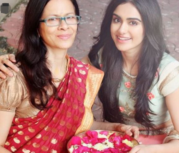 Adah-sharma-with-her-mother