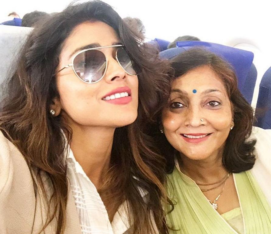 Shriya-Saran-with-her-mother