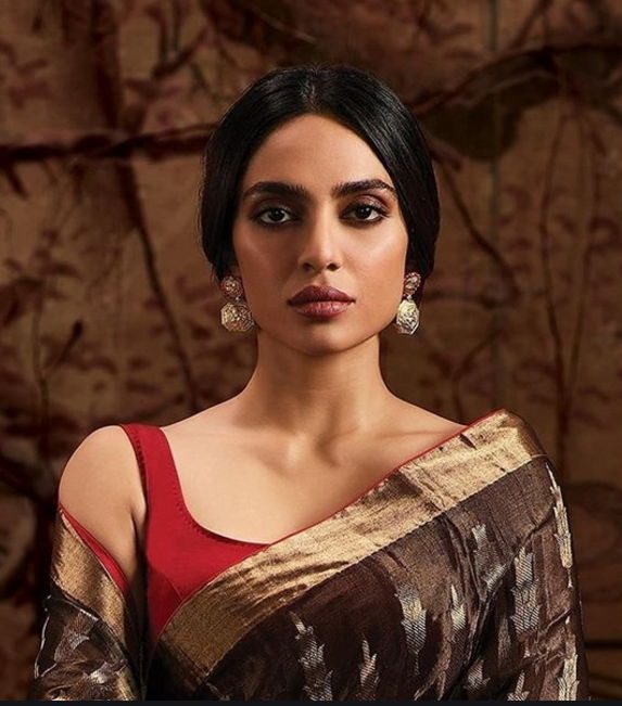 Sobhita-dhulipala-in-saree