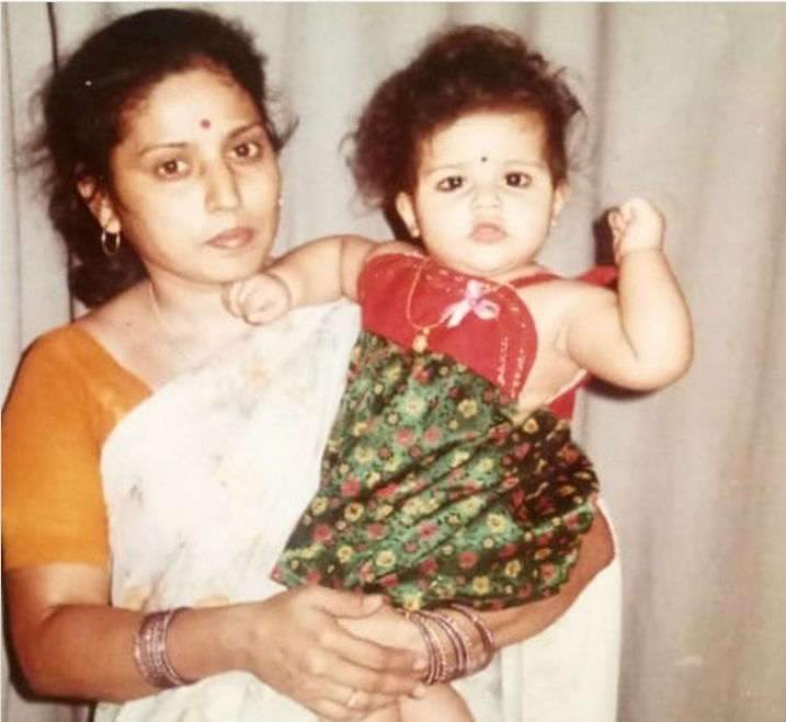 priyanka-jawalkar-with-her-mother
