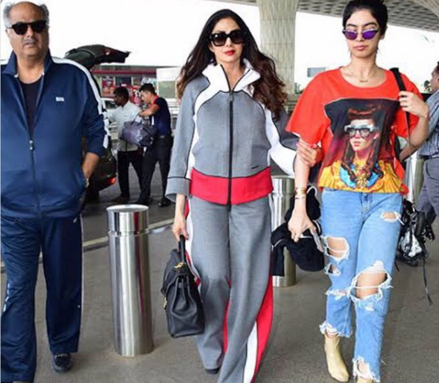 khushi-kapoor-with-family