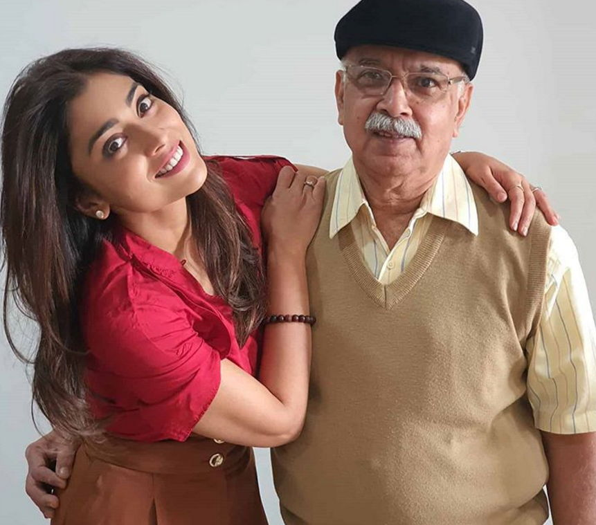 Shriya-Saran-with-her-Father