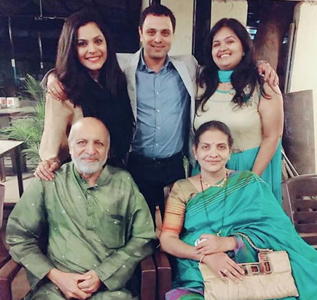 Anuja-sathe-with-family