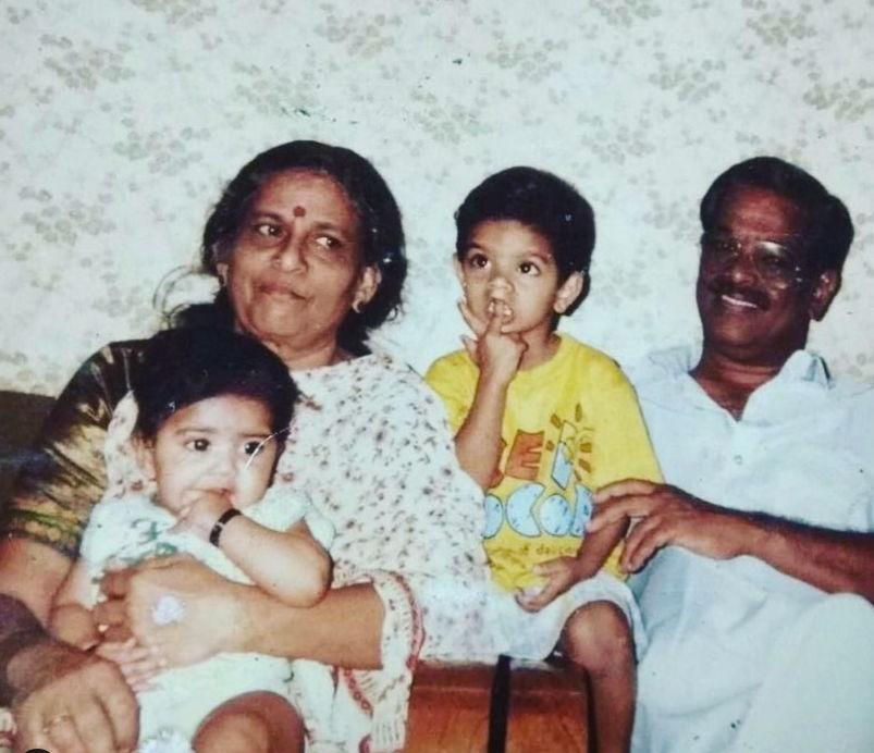 megha-akash-with-family