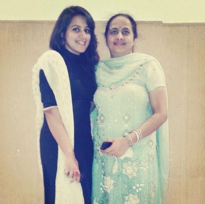 Diksha-juneja-with-family