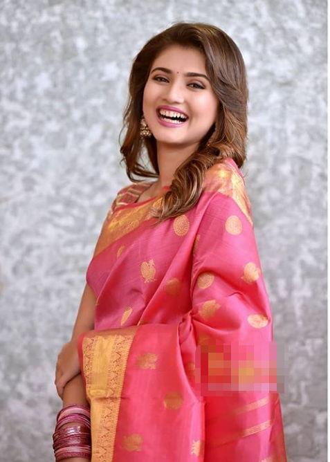 Dnyanada-Ramtirthkar-in-Saree