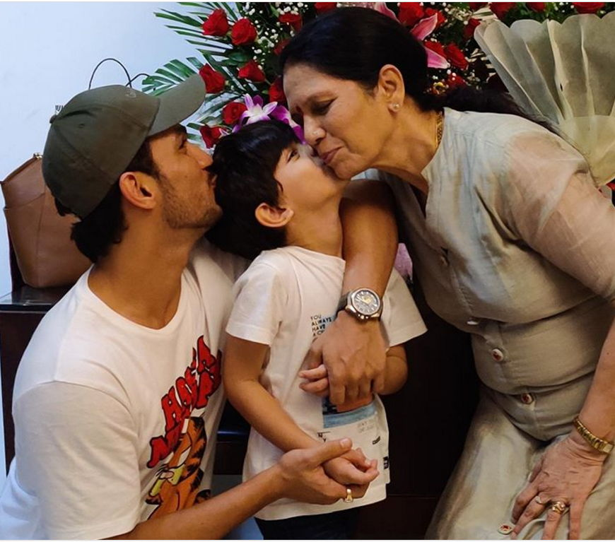 Arjun-bijlani-with-family