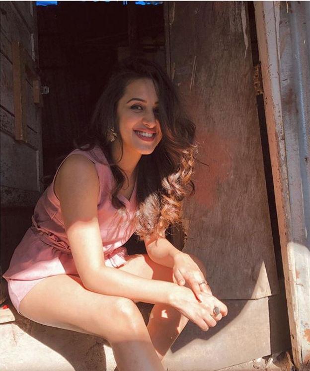 Diksha-juneja-hot
