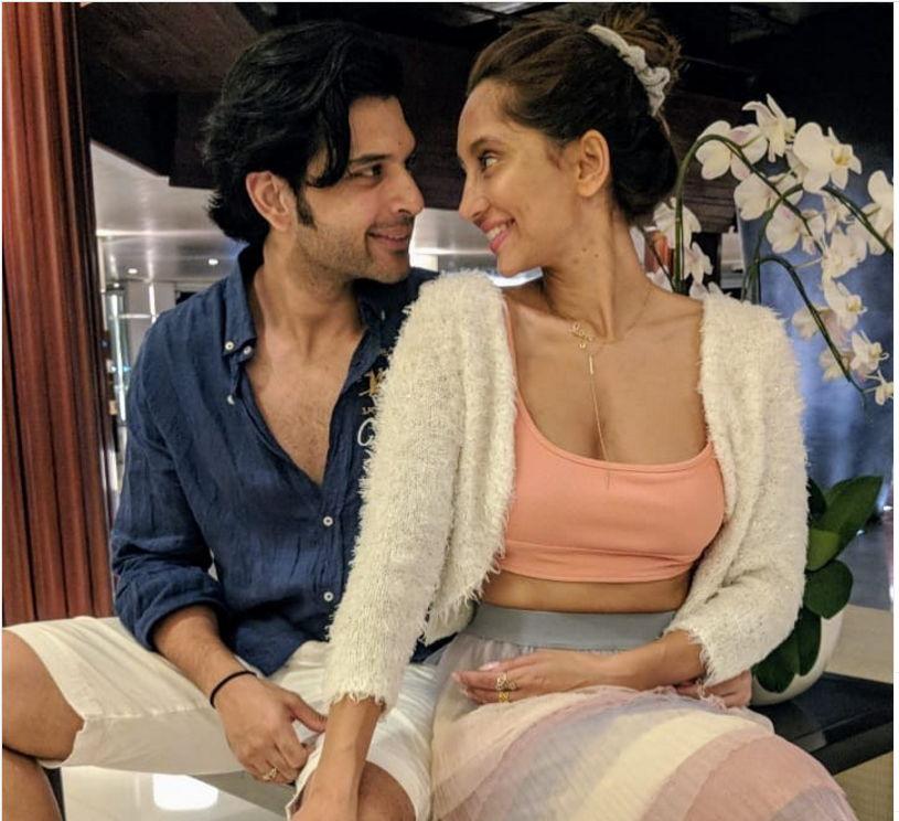 anusha-dandekar-with-husband