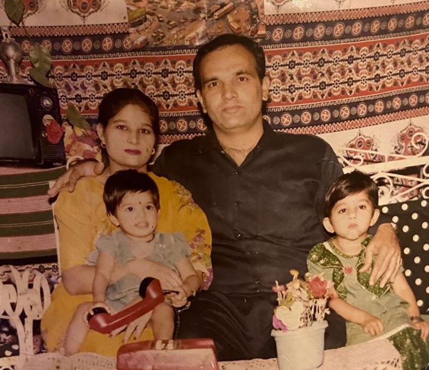 Isha-chhabra-with-family