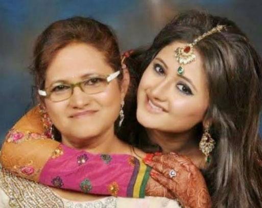 rashmi-desai-with-her-mother