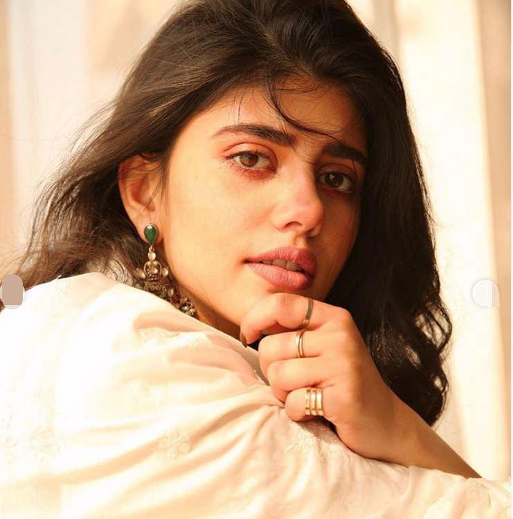 Sanjana-Sanghi-Dil-Bechara-Actress