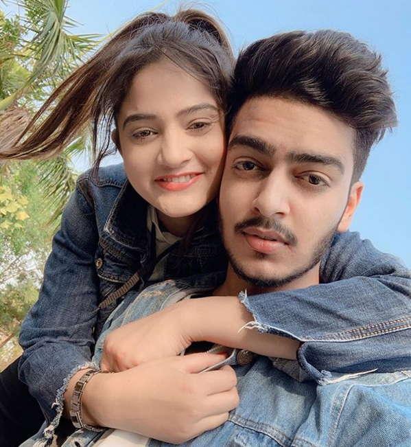 Sibbu-giri-with-boyfriend-rachit-rojha