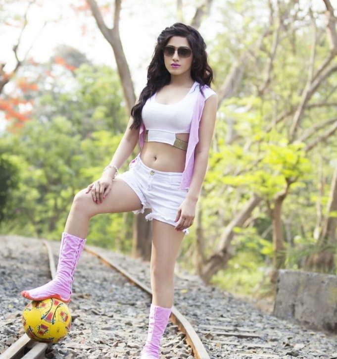 zohra-mughal-hotshots-actress