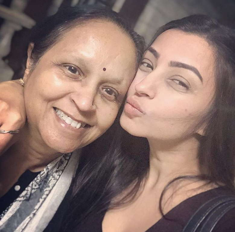 Iira-soni-with-her-family-mother