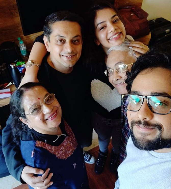 Nidhi-SIngh-with-family
