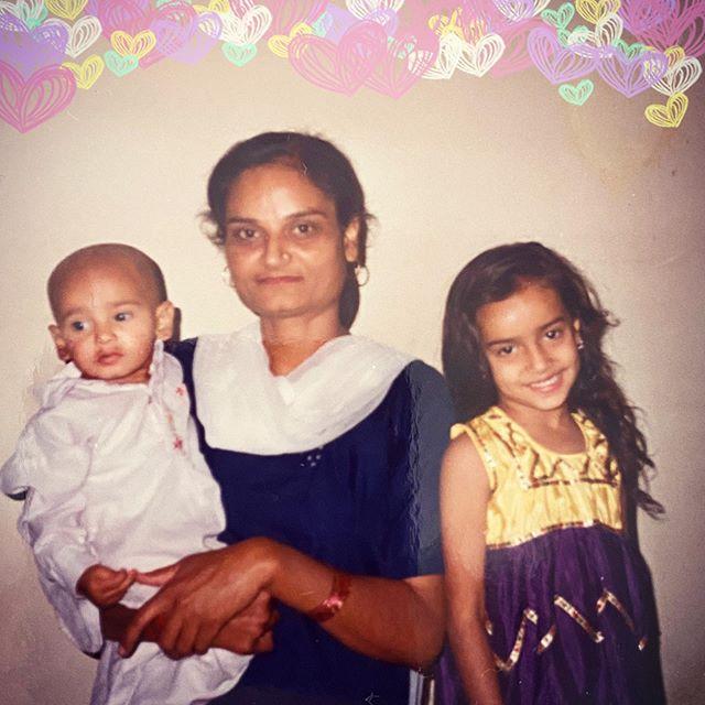 surbhi-jyoti-with-family