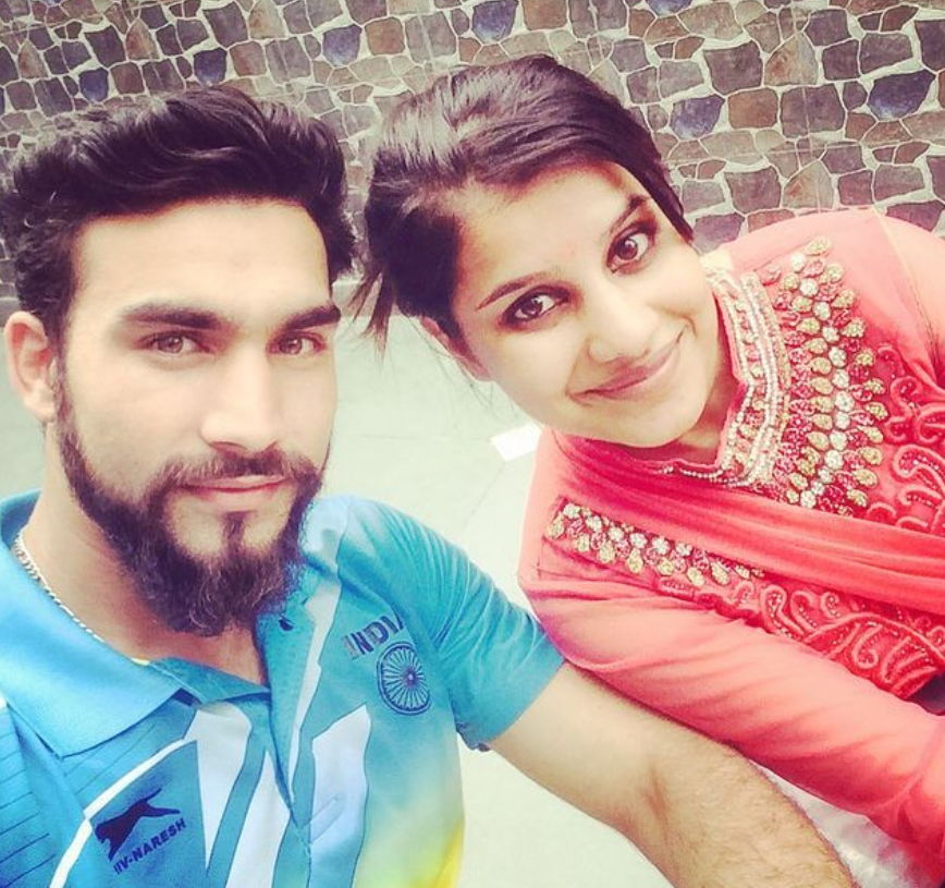 Pardeep-Kharera-with-his-sister
